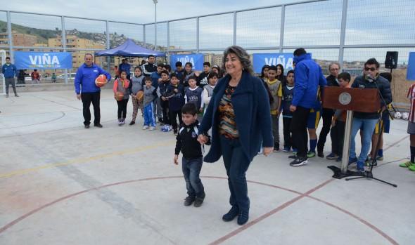 Remodelada multicancha de Reñaca Alto inauguro alcaldesa Virginia Reginato