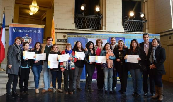 Jefas de hogar beneficiadas con programa de capacitación laboral recibieron su certificación de parte de alcaldesa Virginia Reginato
