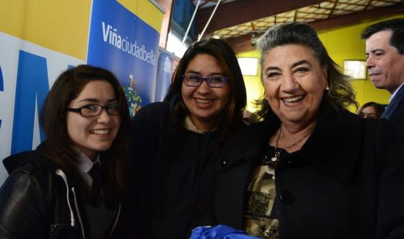 Municipio de Viña del Mar en conjunto con JUNAEB entregan lentes ópticos a escolares