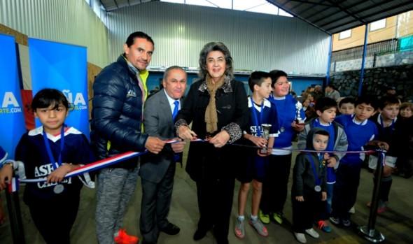 Renovada multicancha del club deportivo Monterrey inauguró alcaldesa Virginia Reginato