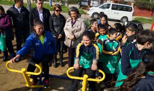 Vecinos de Achupallas se benefician con  máquinas de ejercicios y recuperado espacio público