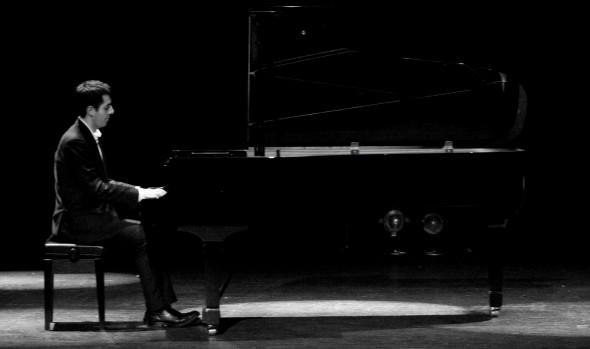 """Municipalidad de Viña del Mar invita a concierto """"Desde todas las épocas"""" de pianista Federico Jiménez"""