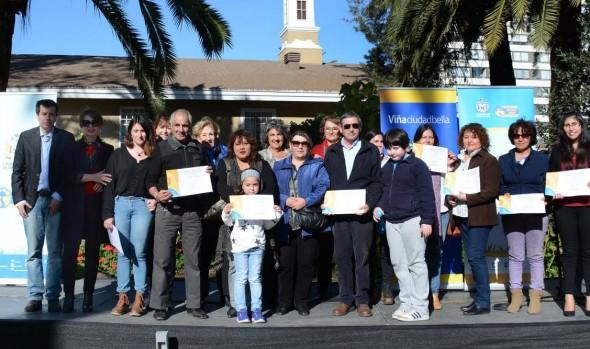 Vecinos de Viña del Mar fueron certificados en cultivo de huertos urbanos por alcaldesa Virginia Reginato