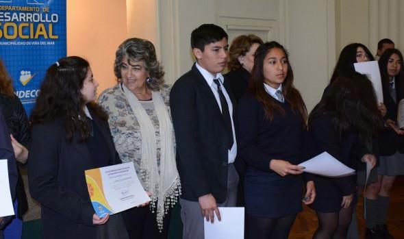 172 estudiantes viñamarinos son beneficiados con beca Presidente de la República