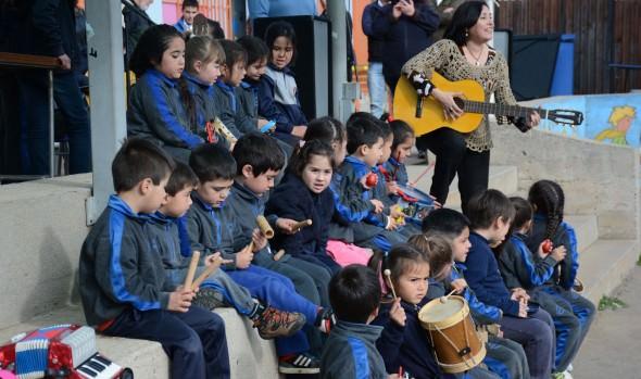 Alumnos de escuelas municipales de Viña del Mar  aprenden de sus raíces chilenas a través de talleres folclóricos