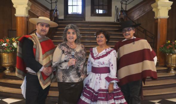 Alcaldesa Virginia Reginato enseña a bailar cueca con tutorial en redes sociales
