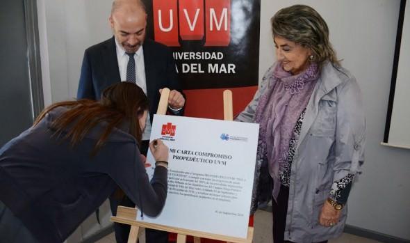 Alumnos viñamarinos se benefician con programa preparativo gratuito para acceder a la educación universitaria