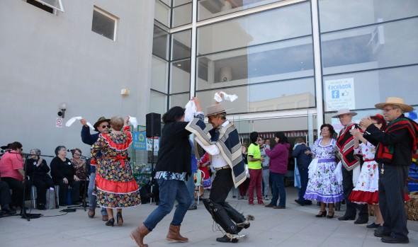 Ramada itinerante impregnó de espíritu dieciochero a vecinos de Mirafloreserante