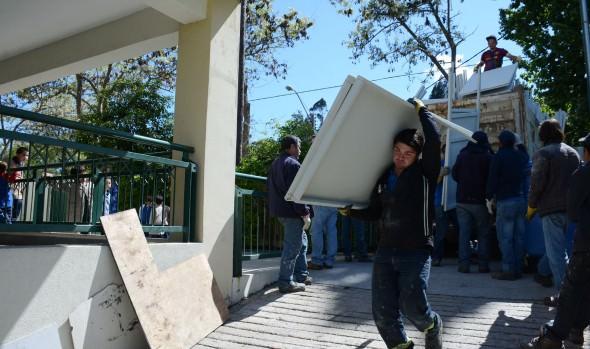 Municipio de Viña del Mar comenzó a distribuir el mobiliario electoral para locales de votación