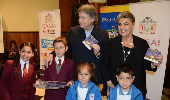 2° CD de villancicos navideños editado por la Casa de las Artes recibió alcaldes Virginia Reginato