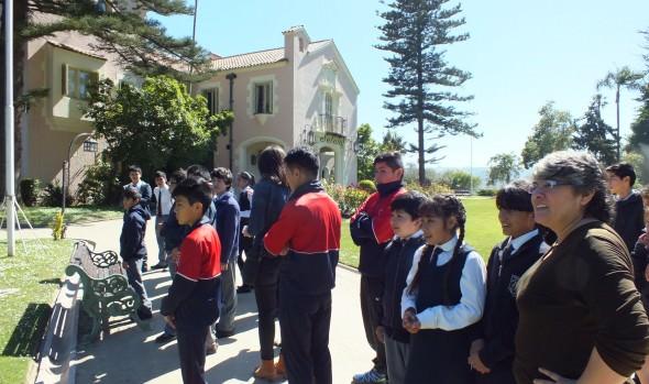 Estudiantes de Escuelas de Viña del Mar recorren jardines del Palacio Presidencial de Cerro Castillo y se maravillan con visita