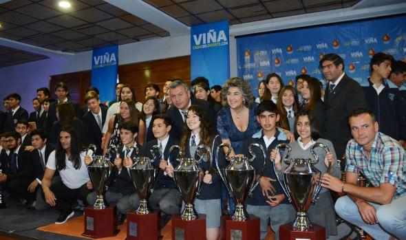 """Extinción de llama de la XII  Olimpiada escolar """"Campeones para Viña"""", encabezó alcaldesa Virginia Reginato"""