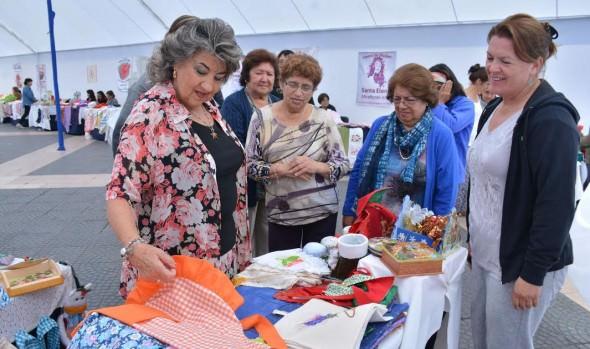 Centros de madres de Viña del Mar ofrece creativos artículos en expo navideña