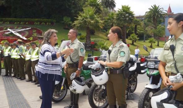 Dotación de carabineros que reforzará la seguridad en Viña del Mar, recepcionó alcaldesa Virginia Reginato