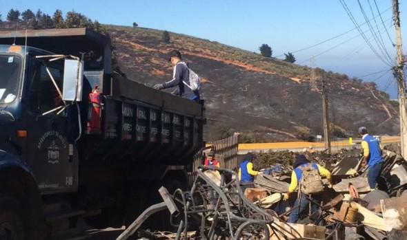 Municipio de Viña del Mar brinda apoyo en remoción de escombros  a Valparaíso