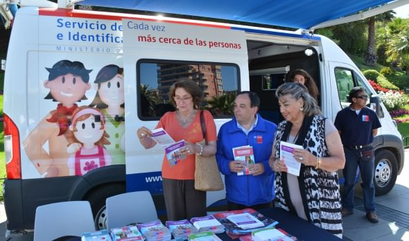 Oficina Móvil del Registro Civil inició gira verano 2017 en Viña del Mar