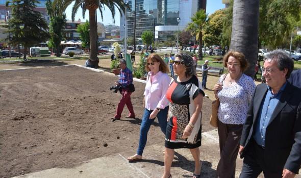 Fase final de mejoramiento integral de Plaza O'Higgins de Viña del Mar fue inspeccionada por alcaldesa Virginia Reginato