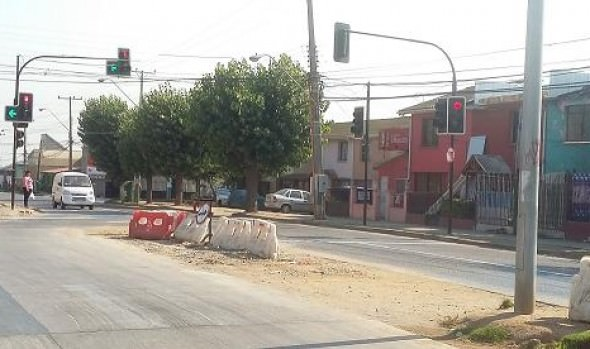 Municipio de Viña del Mar pone en operaciones semáforo en transitado cruce de Gómez Carreño