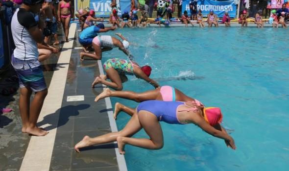 1.400 niños   han sido beneficiados con cursos de natación que imparte la Municipalidad de Viña del Mar este verano