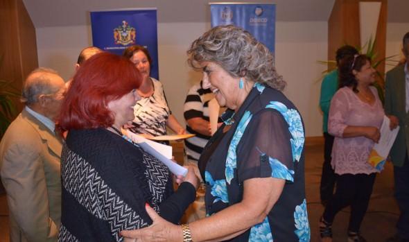 Adultos mayores del Programa Vínculos recibieron certificados de parte de alcaldesa Virginia Reginato