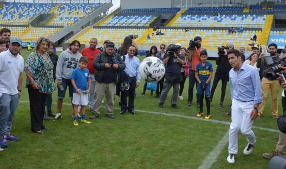 Con visita de Rafael Araneda a niños de  escuela de fútbol se iniciaron actividades sociales  por el Festival Viña 2017