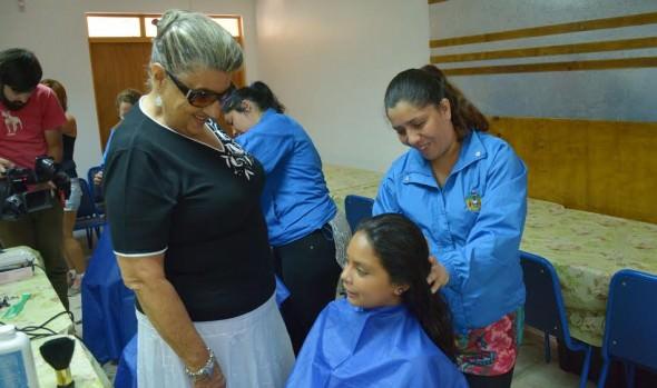 MUNICIPIO VIÑAMARINO BENEFICIA A ESCOLARES CON OPERATIVO DE CORTE DE PELO GRATUITO