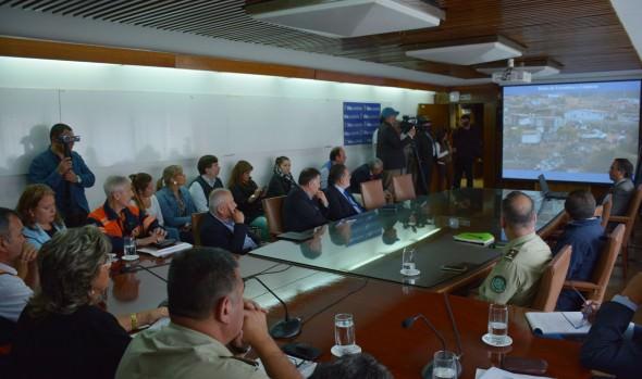 Alcaldesa Virginia Reginato destacó trabajo coordinado con organismos de emergencia en incendio de Ruta Las Palmas