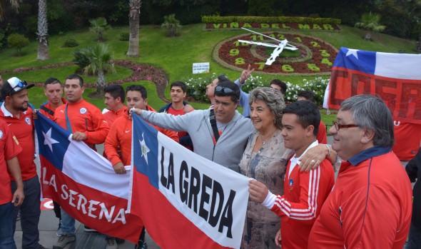Hinchas que viajan a Buenos Aires para apoyar a La Roja fueron  despedidos por alcaldesa Virginia Reginato