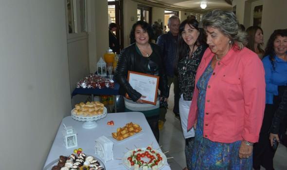 Viñamarinas que se capacitaron  en curso de panadería y pastelería recibieron certificación de parte de alcaldesa Virginia Reginato