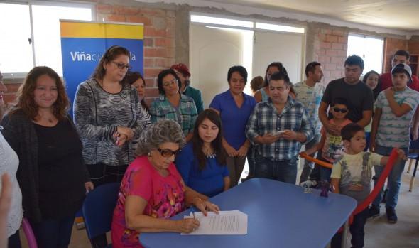 Llaves de sede de Villa Rukán III de Reñaca Alto entregó alcaldesa Virginia Reginato a vecinos