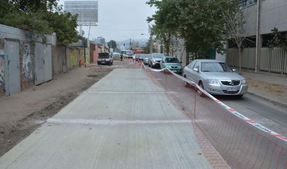 Municipalidad de Viña del Mar repara paños dañados 5 Oriente para brindar seguridad a conductores