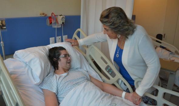 Con visita a hospitalizados por accidentes o patologías laborales, alcaldesa Virginia Reginato, saludo a trabajadores en su día