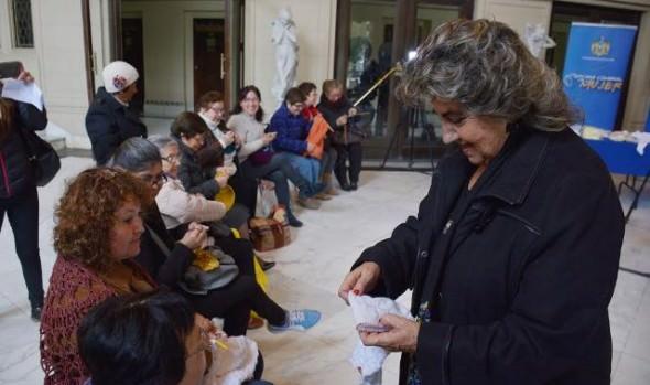 """Invitación a toda la comunidad viñamarina  a participar en la campaña """"Tejiendo con amor"""" realizó alcaldesa Virginia Reginato"""