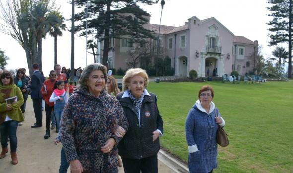 Viñamarinos se volcaron a conocer sitios patrimoniales y lugares de interés de la ciudad, lo que fu valorado por alcaldesa Virginia Reginato