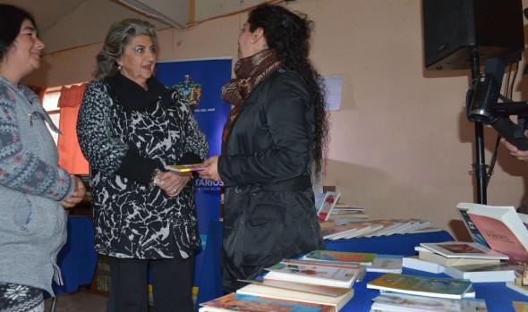 Municipio de Viña del Mar equipa bibliotecas comunitarias con libros donados y reciclados