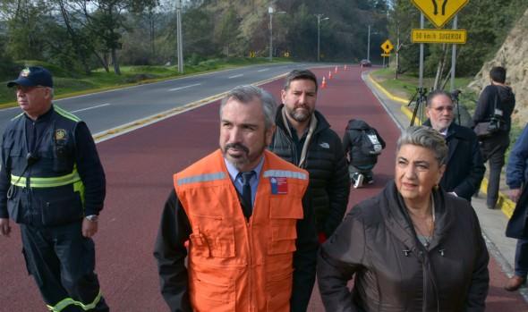 Incorporación de pavimento de alta fricción en Vía Las Palmas fue valorado por alcaldesa Virginia Reginato