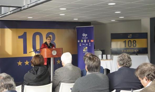 """En los 108 años de  Everton, alcaldesa Virginia Reginato destacó alianza con institución  """"Oro y Cielo"""""""