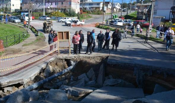 Municipio de Viña del Mar inició urgente reparación de socavón de El Olivar