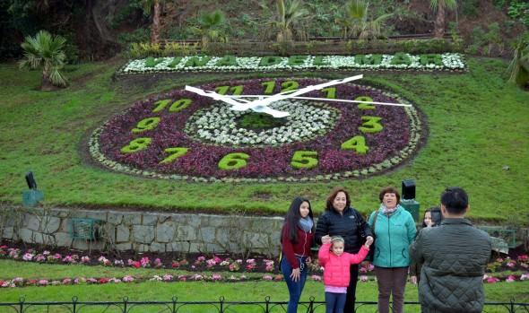 Emblemático Reloj de flores de Viña del Mar vuelve a reencantar a los turistas