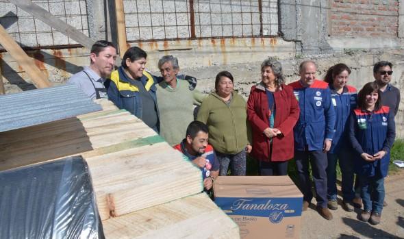Ayuda para reconstrucción recibieron familias viñamarinas gracias a gestiones de alcaldesa Virginia Reginato con  empresa privada