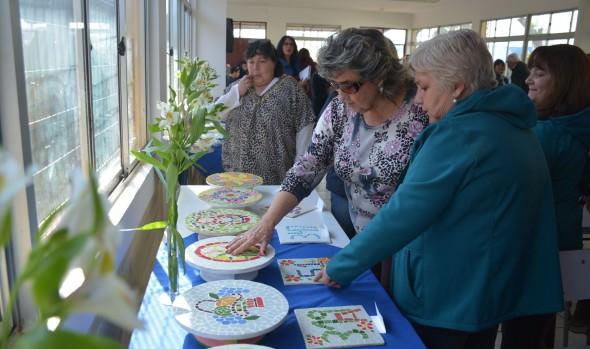 Mural de mosaicos en  escuela La Parva fue descubierto por alcaldesa Virginia Reginato