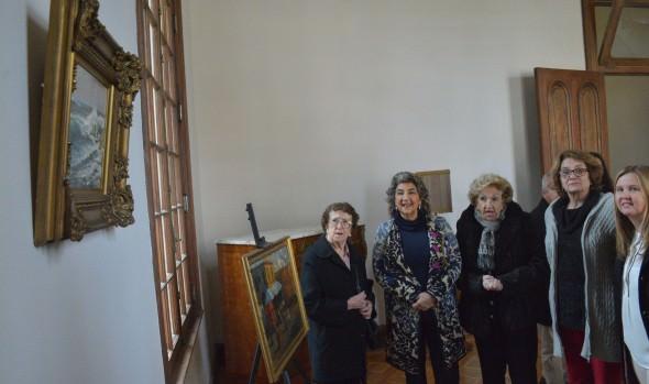 Municipio de Viña del Mar recibe donación de valiosos y antiguos objetos para exhibición en sus museos