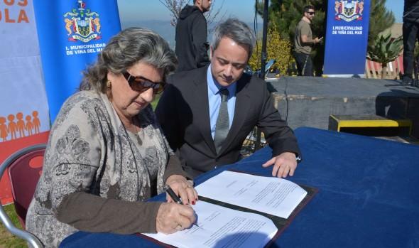 Municipio de Viña del Mar y UDLA  firman nuevo convenio para apoyar en operativos sociales 2017