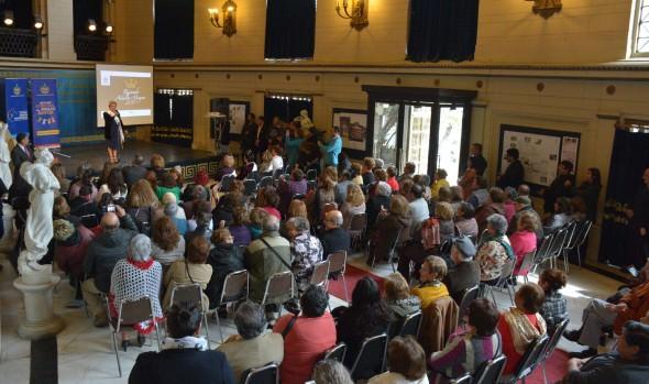 Las 17 aspirantes al reinado del Adulto Mayor fueron presentadas por alcaldesa Virgini Reginato
