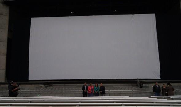 Municipio viñamarino ofrece cine gratuito para toda la familia con exhibición de cinta en pantalla gigante