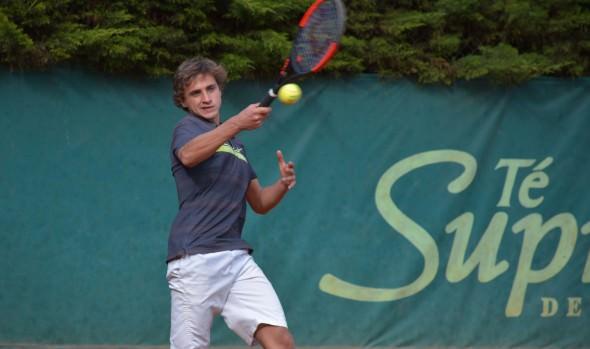 Promesas del tenis internacional participan en torneos de menores en Viña del Mar