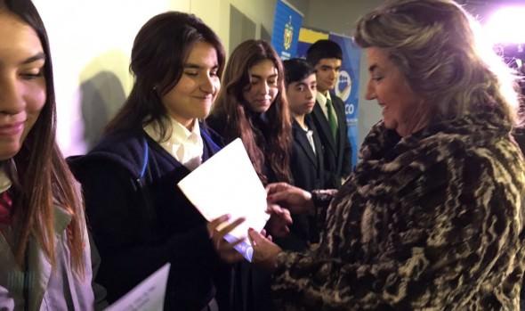 145 estudiantes viñamarinos recibieron beca Presidente de la República  de parte de alcaldesa Virginia Reginato