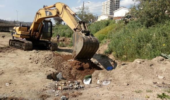 Municipio de Viña del Mar realiza mejoramiento de condiciones medio ambientales en el estero