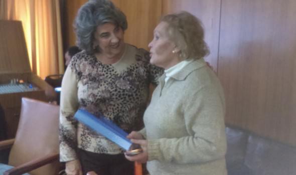 Reconocimiento a nadadora Master que participó en Mundial de Budapest, entregó alcaldesa Viriginia Reginato