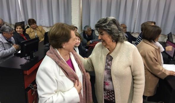 Adultos mayores son protagonistas de nuevo proyecto académico en Viña del Mar